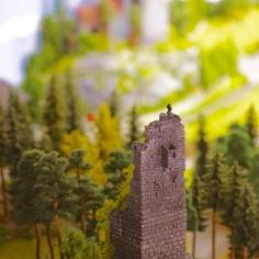 Ein aktuelles Foto der Heinrichsburg. Im Hintergrund kann man die Neue Burg erkennen.